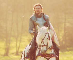 tom hiddleston, horse, and knight image