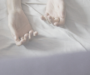 hands, hand, and pale image