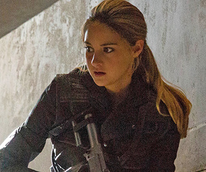 Shailene Woodley, tris prior, and divergent image