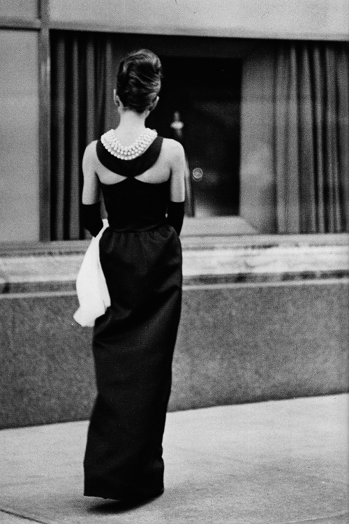Audrey Hepburn on the set of Breakfast at Tiffany's (1961) | via ...