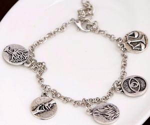 divergent and bracelet image