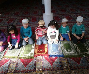 child and mosque image