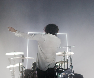 the 1975 and drums image