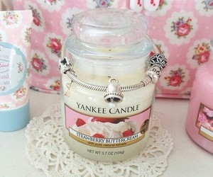 candle, yankee candle, and pink image