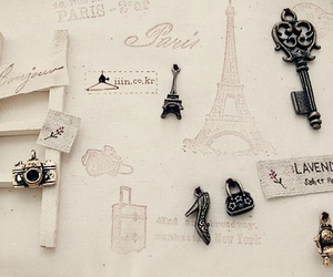 accessory and eiffel image