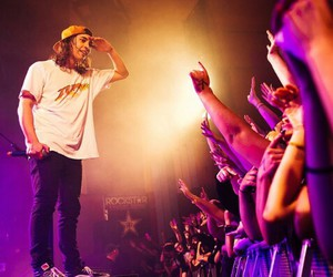 band, pierce the veil, and vic fuentes image