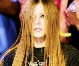 Avril Lavigne, hair, and 2002 image