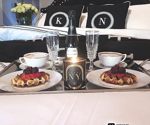breakfast, luxury, and champagne image