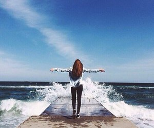 girl, sea, and freedom image