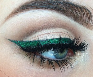 eye makeup, green, and lashes image
