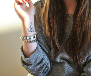 bracelet, jewelry, and brunette image