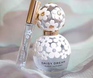 perfume, marc jacobs, and daisy dream image