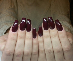nails and red image