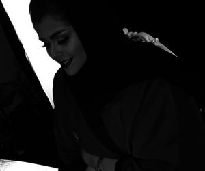 blacknwhite, abaya, and muslim image