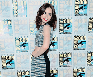 lily collins and comic con image