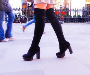 boots and inthefrow image