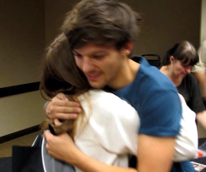 louis tomlinson, one direction, and hug image