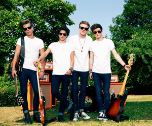 the vamps, thevamps, and brad image