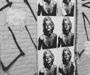Marilyn Monroe, wall, and black and white image