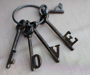 love and key image
