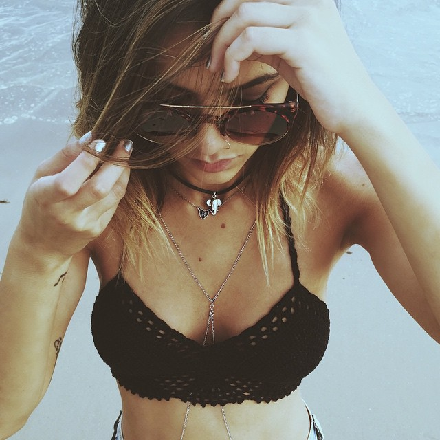 girl and sunglasses image