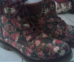 boots, rosas, and perfect image