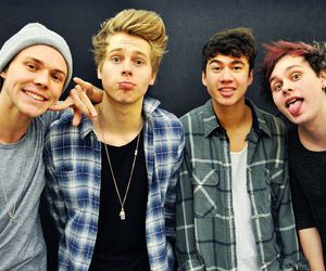 5 seconds of summer, michael clifford, and luke hemings image