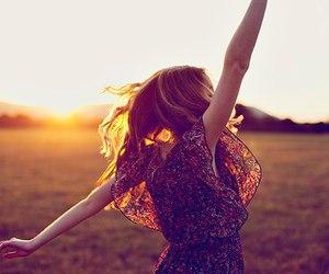 girl, free, and sun image
