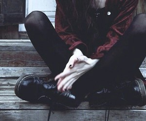 grunge, black, and pale image
