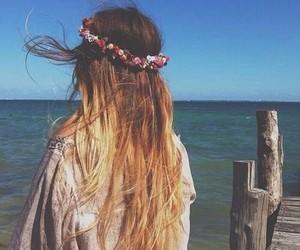 beach, flores, and menina image