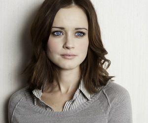 amazing, look, and alexis bledel image