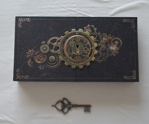box, key, and medieval image