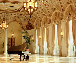 piano and room image