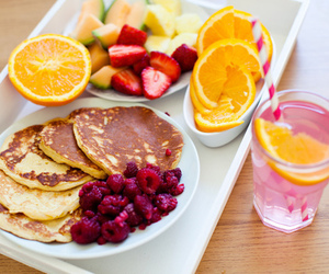 breakfest, fruit, and pink lemonade image