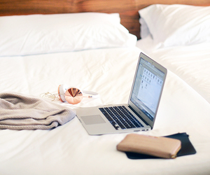 bed and apple image