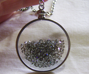 necklace and diamond image