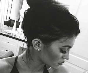 kylie jenner, piercing, and jenner image