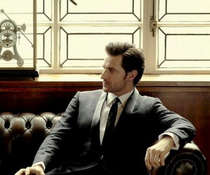 richard armitage, suit, and thorin image