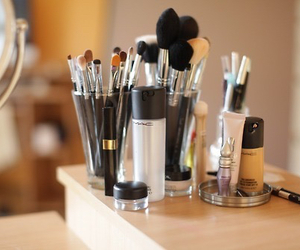 makeup, mac, and Brushes image