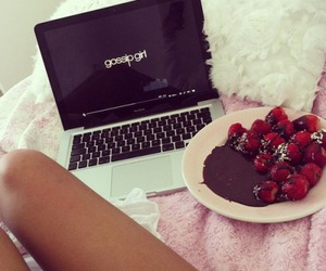 gossip girl, strawberry, and chocolate image
