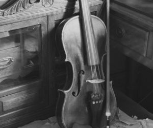 violin and old image