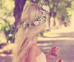 vintage, blond hair, and flower crowns image
