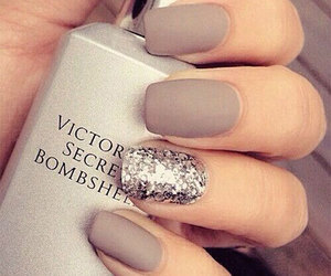 bombshell, glitter, and nail art image
