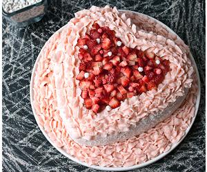 cake, strawberry, and cakes image