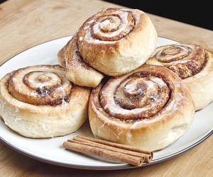 bread, cinnamon roll, and cinnamon sugar image