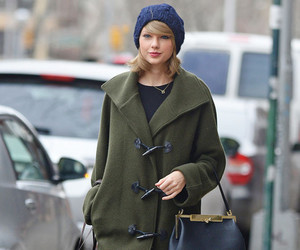 Taylor Swift and street style image