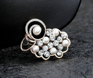 pearl brooch, rose gold, and crystal brooch image