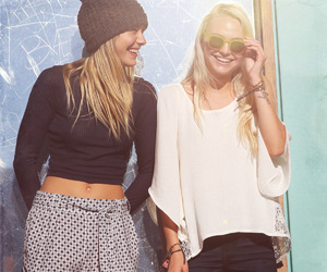 beanie, blonde, and girlfriends image