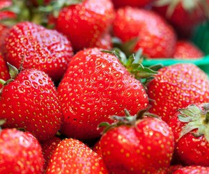 red, strawberries, and ymmy image