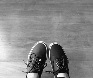 black and white, outfits, and black vans image